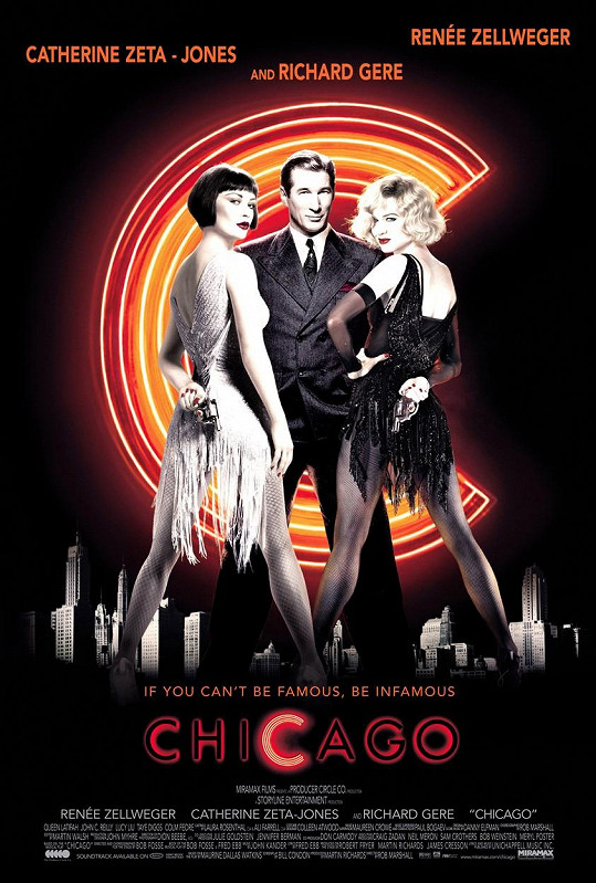 Catherine Zeta-Jones a Renée Zellweger v muzikálu Chicago. Mezi nimi Richard Gere