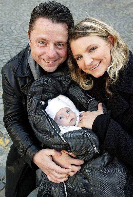 Petr Muk po narození dcery Noemi zářil štěstím.
