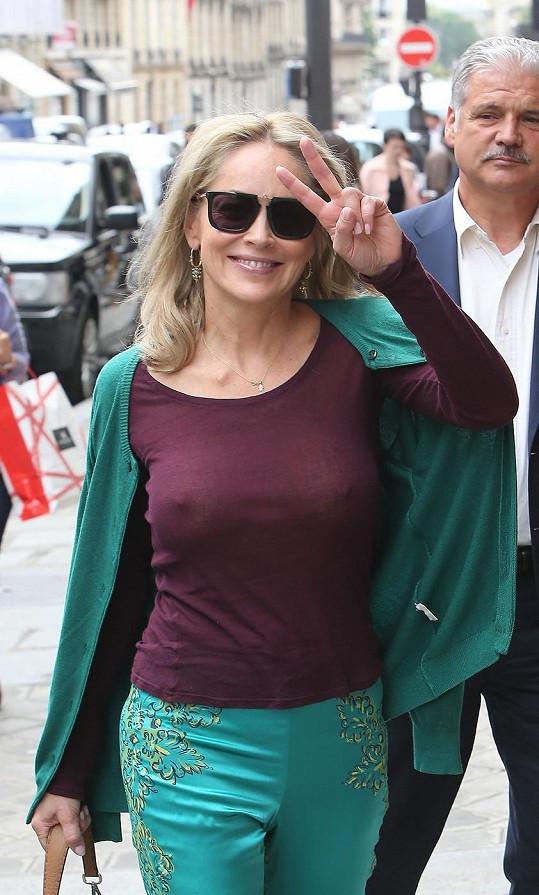 Sharon Stone byla ve Francii opět nepřehlédnutelná.