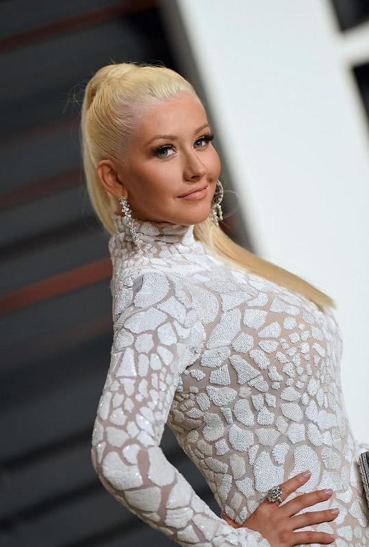 Christina Aguilera vypadala jako panenka.