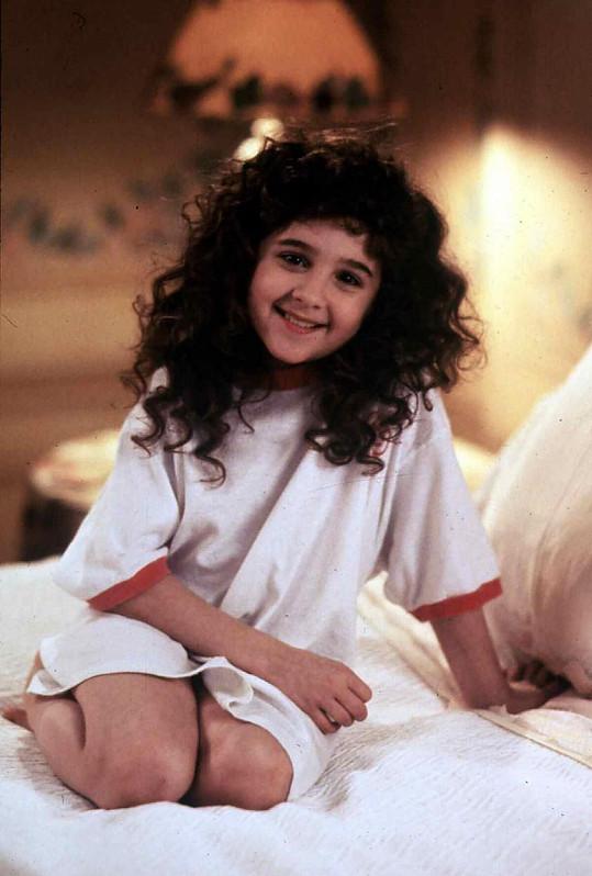 Takhle si všichni pamatují Alisan coby Sue z filmu Kudrnatá holka (1991).