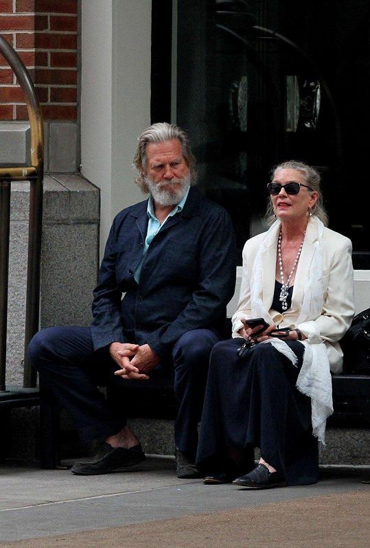 Jeff Bridges a Susan tvoří spokojený seniorský pár.