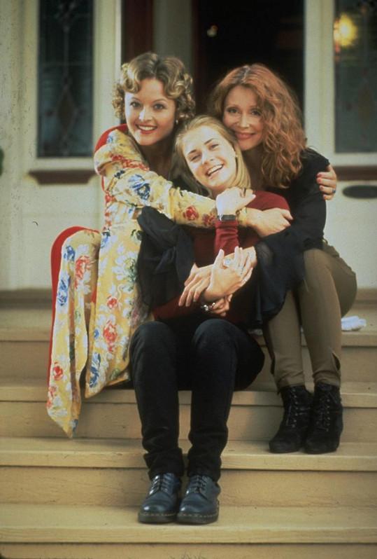 Ve filmu, který seriálu Sabrina - mladá čarodějka předcházel, hrály tetičky jiné herečky, které ovšem roli znovu nedostaly.