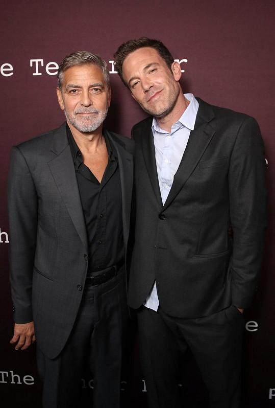 Tihle dva mají z premiéry víc společných snímků než George s Amal.