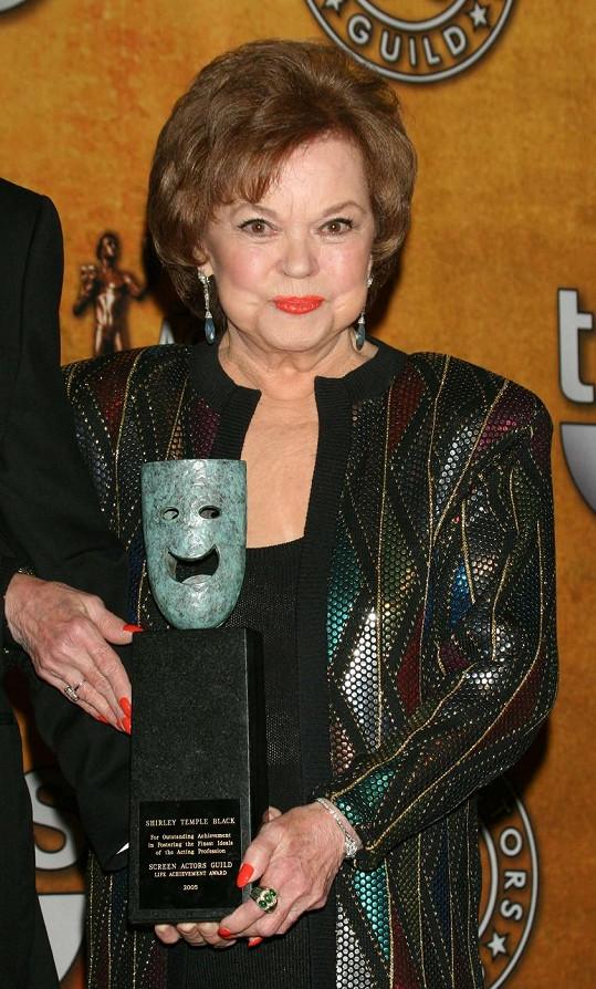 Shirley Temple byla i ve vysokém věku udržovanou dámou.