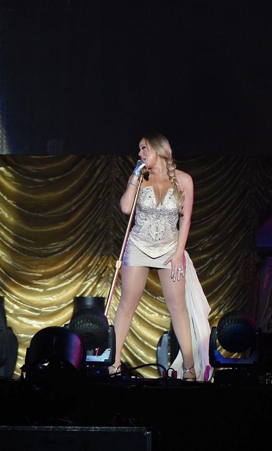 Mariah Carey si pro čínské fanoušky přichystala speciální sexy kostým...