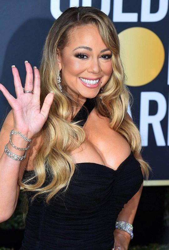 Mariah Carey a její napěchovaný dekolt