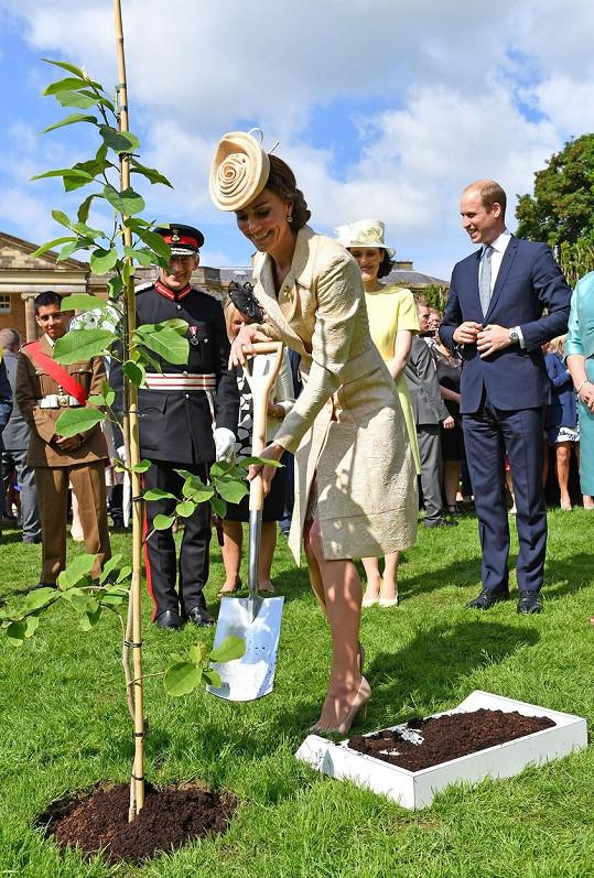 Vévodkyně s manželem na úterní zahradní párty v Severním Irsku