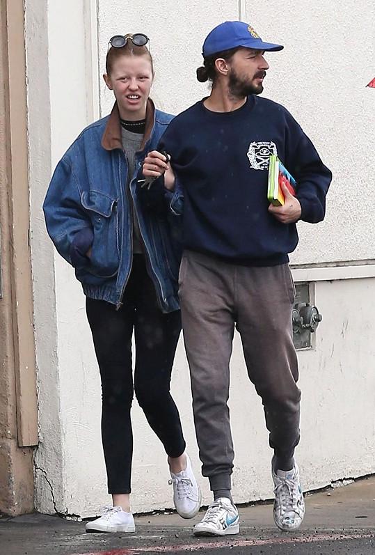 Mia Goth už je manželkou známého herce.