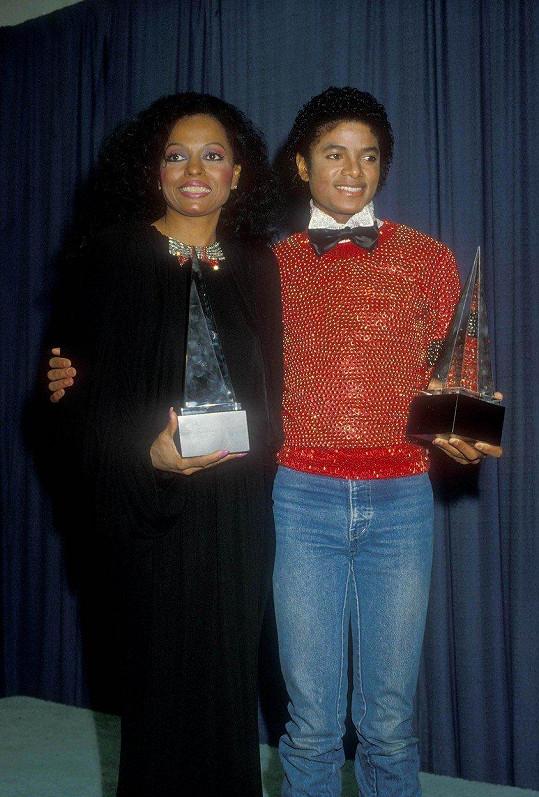V roce 1981 Dianu Ross na American Music Awards doprovodil Michael Jackson.