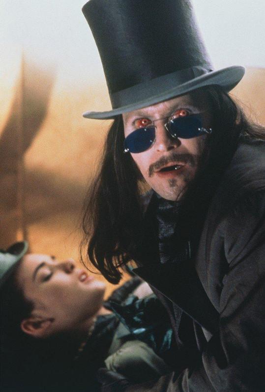 Ve filmu se objevil i v mladším provedení.