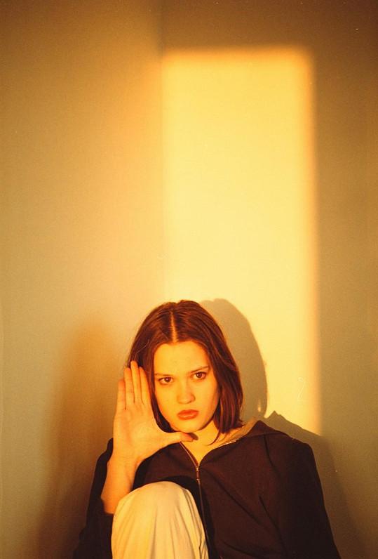 Natálie Kocábová na začátku hudební kariéry v roce 2000