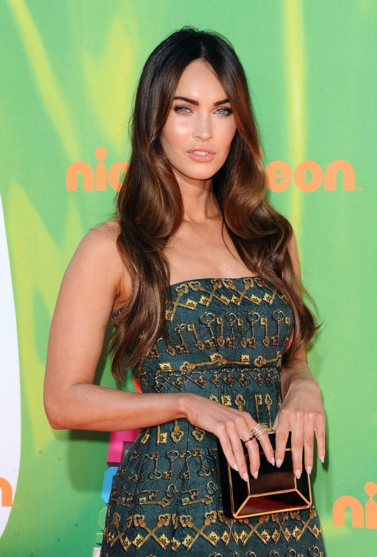 Megan Fox nesnese suchý papír.