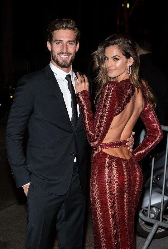 Izabel je zasnoubená s fotbalistou Kevinen Trappem.