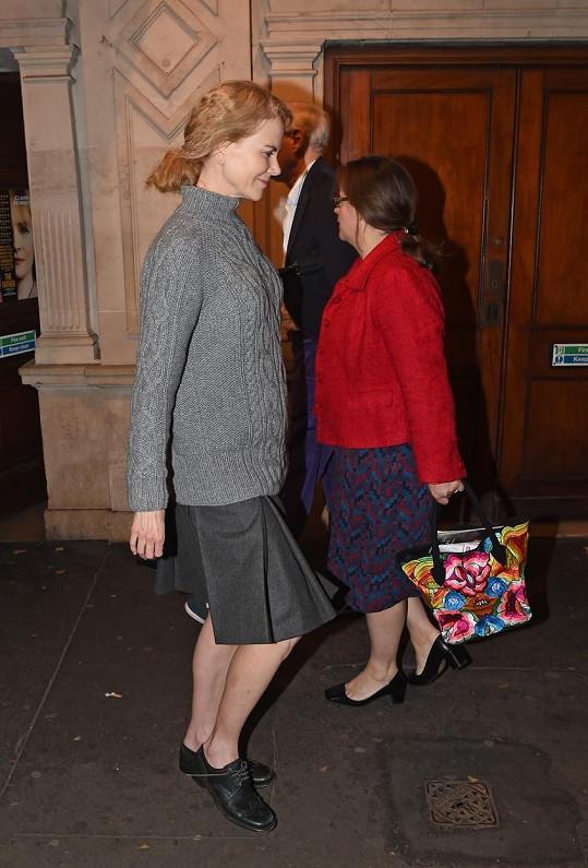 Nicole Kidman možná chtěla splynout s davem...