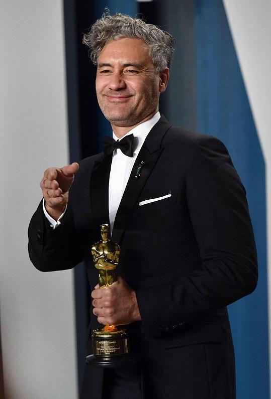 Rita Ora je nyní spojována s režisérem Taikou Waititim.