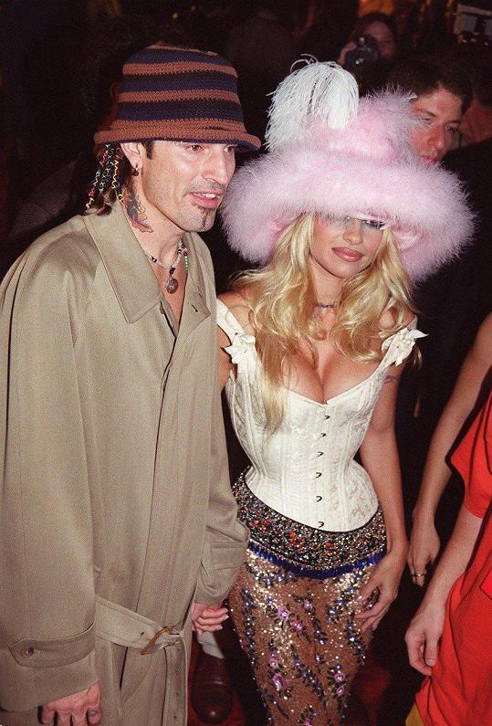 Tommy Lee a Pamela Anderson na předávání cen MTV v roce 1999
