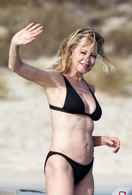 Melanie Griffith o svou figuru pravidelně pečuje v posilovně.