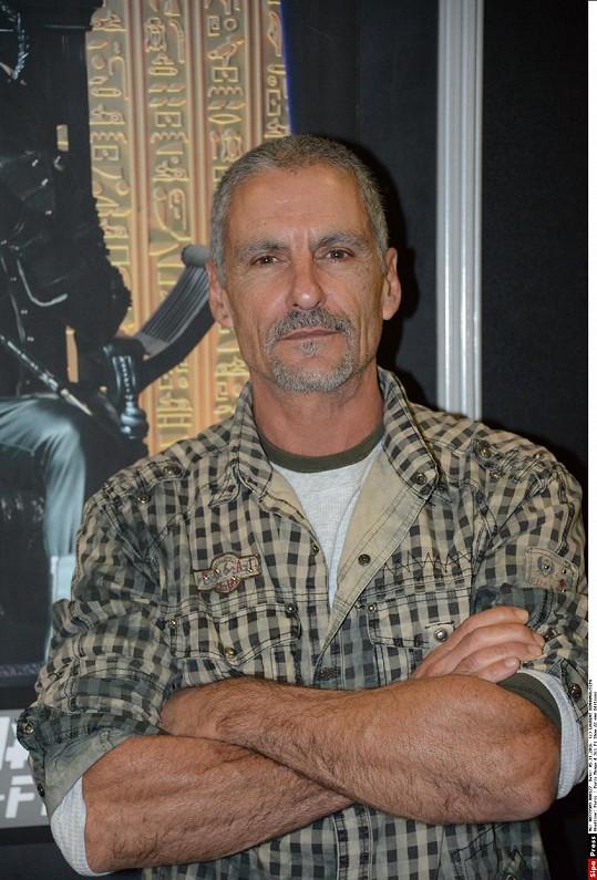 Cliff Simon zemřel po nehodě při kiteboardingu, uvedla jeho žena Colette.