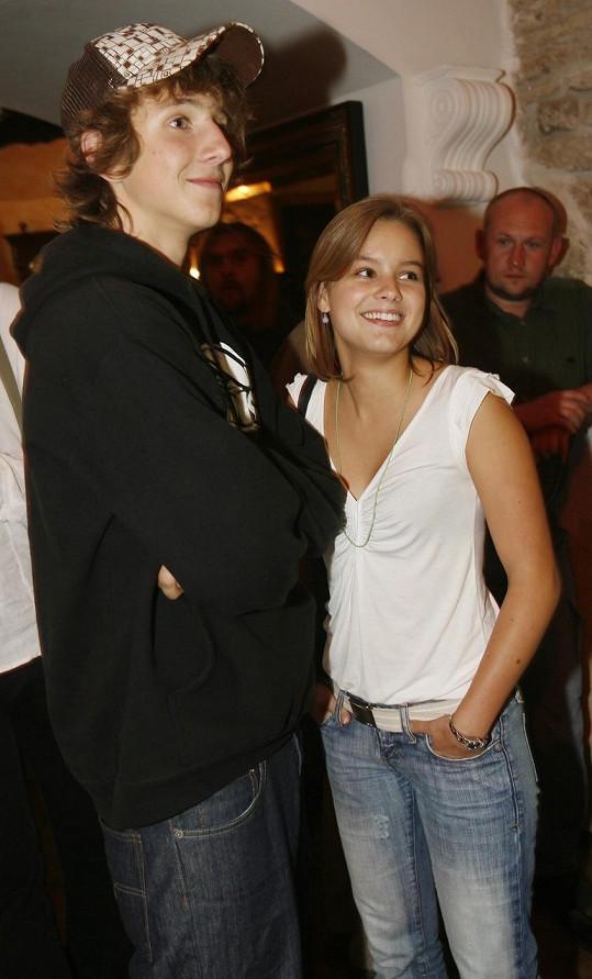 Takhle vypadali Solaříková se Štáfkem při startu druhé řady Ulice v roce 2006