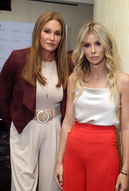 Caitlyn (vlevo) a Sophia (vpravo) tvrdí, že jsou jen kamarádky.