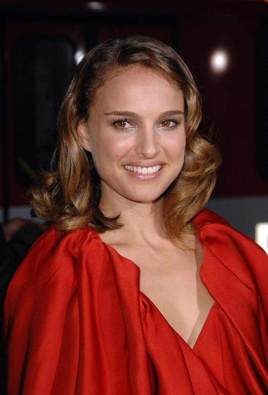 """Herečka Natalie Portman (35) umí plynně hebrejsky. Známý je také její výrok """"Raději bych byla chytrá než filmová hvězda""""."""