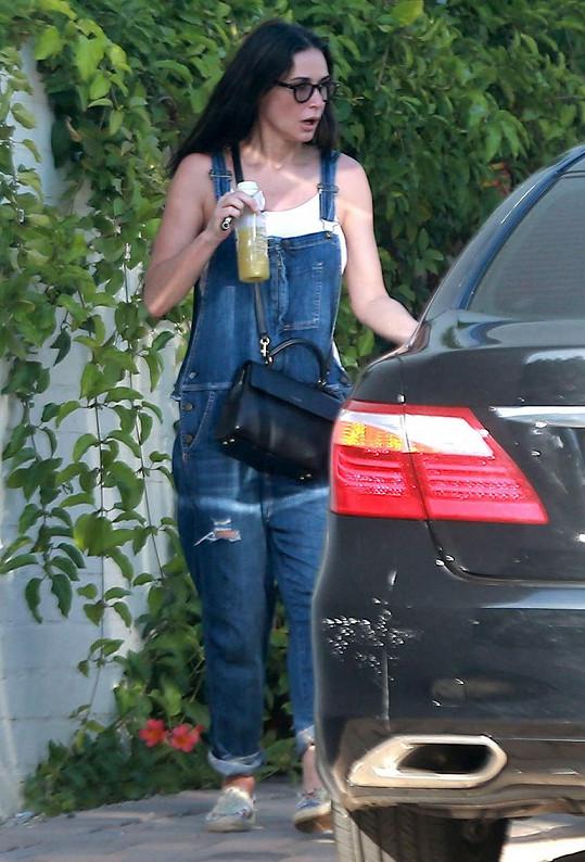 Demi Moore své hezky tvarované tělo dovede dobře maskovat...