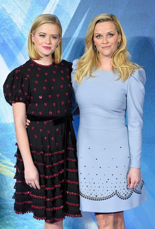 Reese s dcerou Avou na premiéře filmu V pasti času (2018)