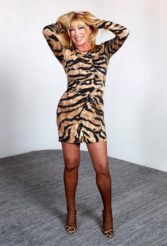 Suzanne Somers vypadá skvěle i po sedmdesátce.