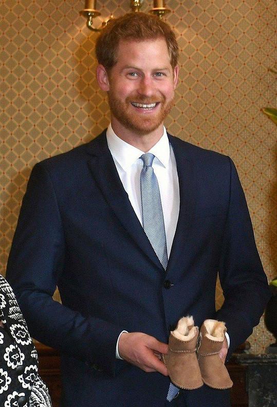 Harry se těší na prvního potomka. Teplé botky se budou v Londýně hodit.
