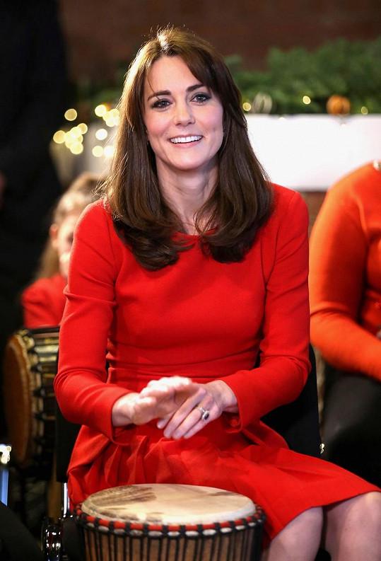 Tentokrát si Kate model vzala mezi děti do centra Anny Freud.