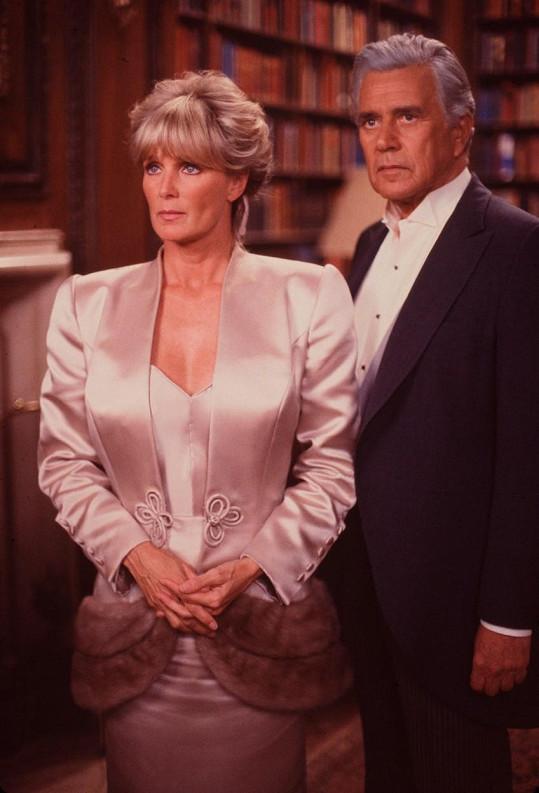 Linda Evans a John Forsythe jako Krystle a Blake v seriálu Dynastie