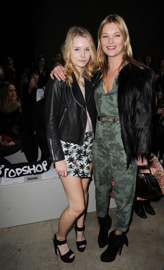 Lottie navštívila se sestrou Kate Moss přehlídku v Londýně.