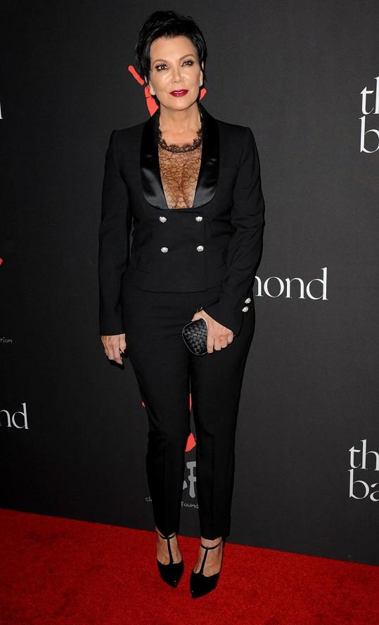 Kris Jenner je odvážná i s šedesátkou na krku.