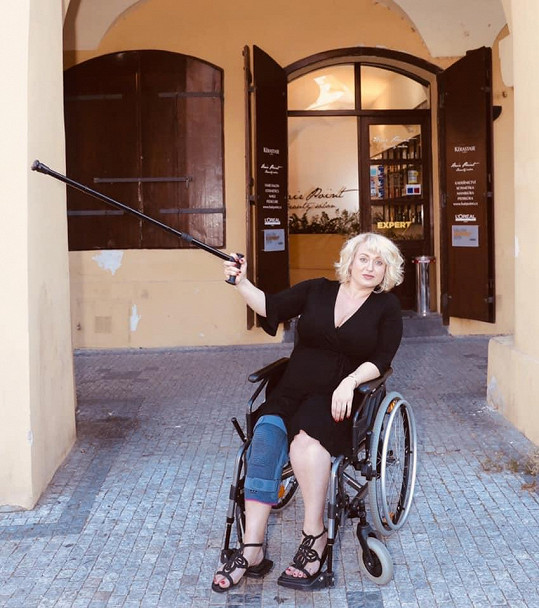 Průběh těhotenství neměla jednoduchý a kvůli zranění musela být na vozíčku.