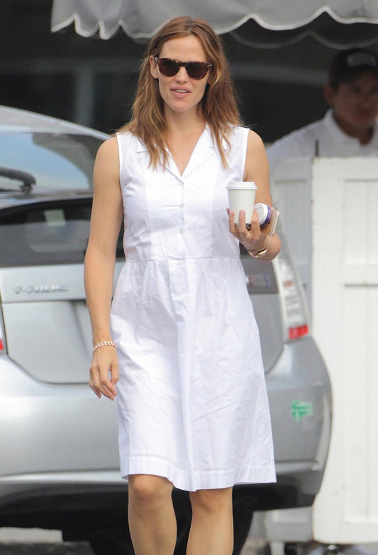 Těhotenství Jennifer Garner prozatím nic nenasvědčuje...