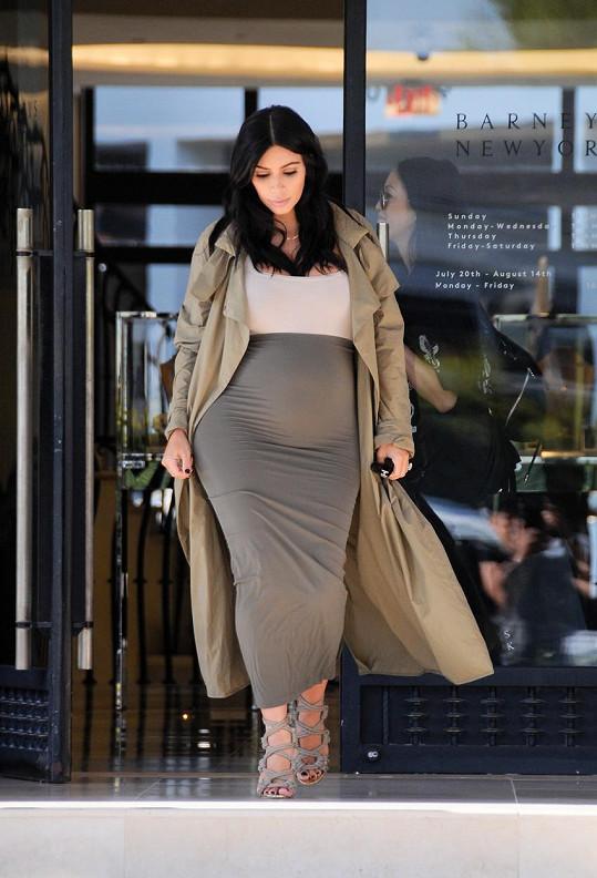 Kimina postava se opět mění rovnoměrně, přesto někteří nevěřili, že si Kim nenechává druhé dítě odnosit náhradní matkou.