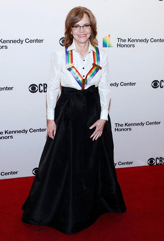 Sally Field byla ověnčena Cenou Kennedyho centra za celoživotní práci.