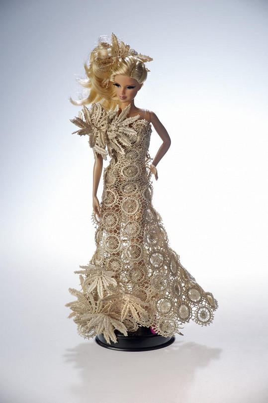 Panenka Barbie ve velkých večerních šatech od Beaty Rajské