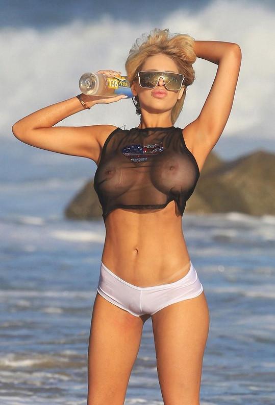 Kontrakt s nápojovou značkou nyní podepsala i krásná venezuelská modelka Francesca Larrain (21).