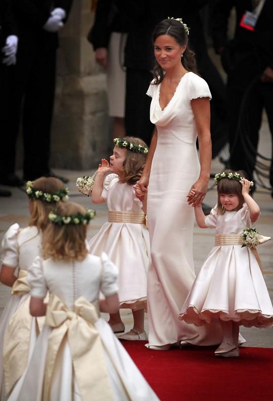 Pippa jako družička na svatbě své sestry