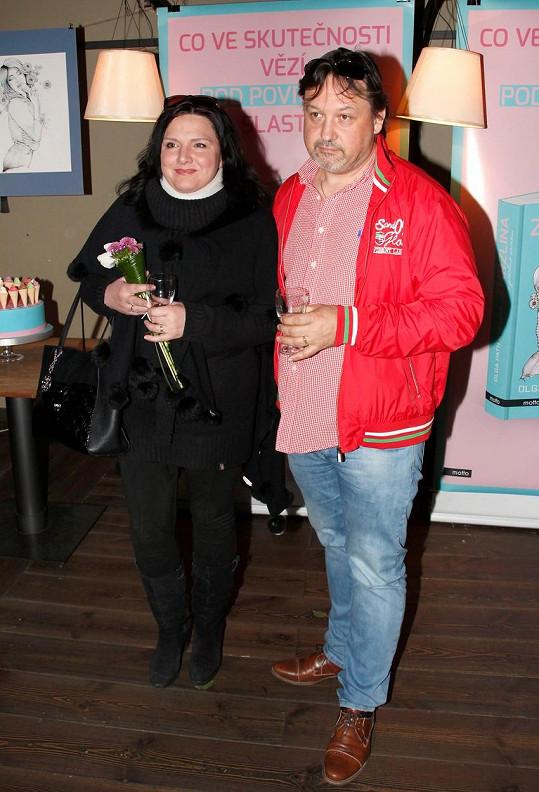 Šárka Rezková s přítelem na křtu knihy Zmrzlina s příchutí záměru