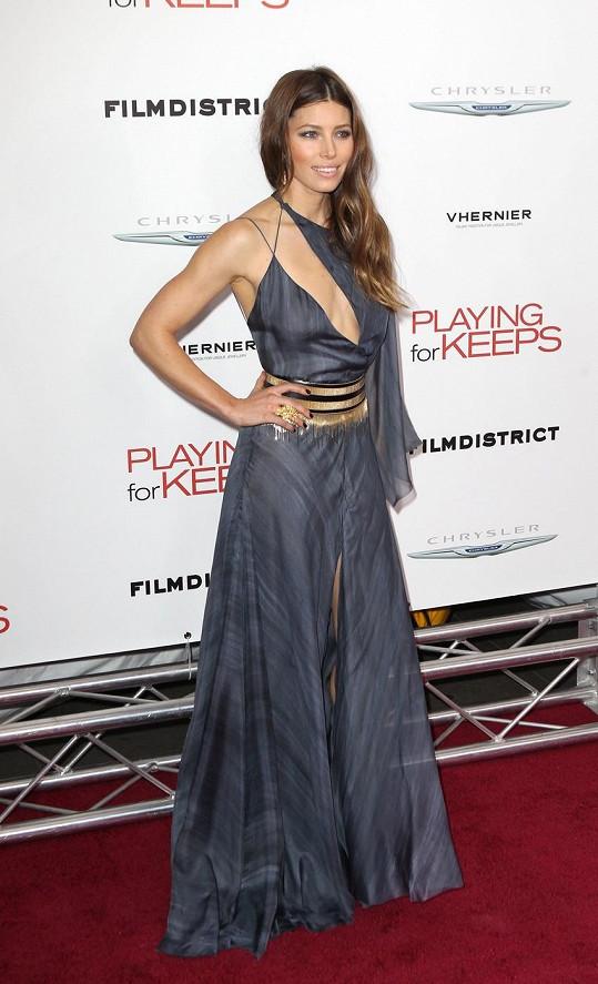 Jessica Biel si může dovolit i odvážné, sexy modely.