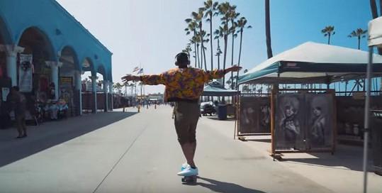 Ben točil obrazové ztvárnění singlu Penny na slavné Venice Beach.