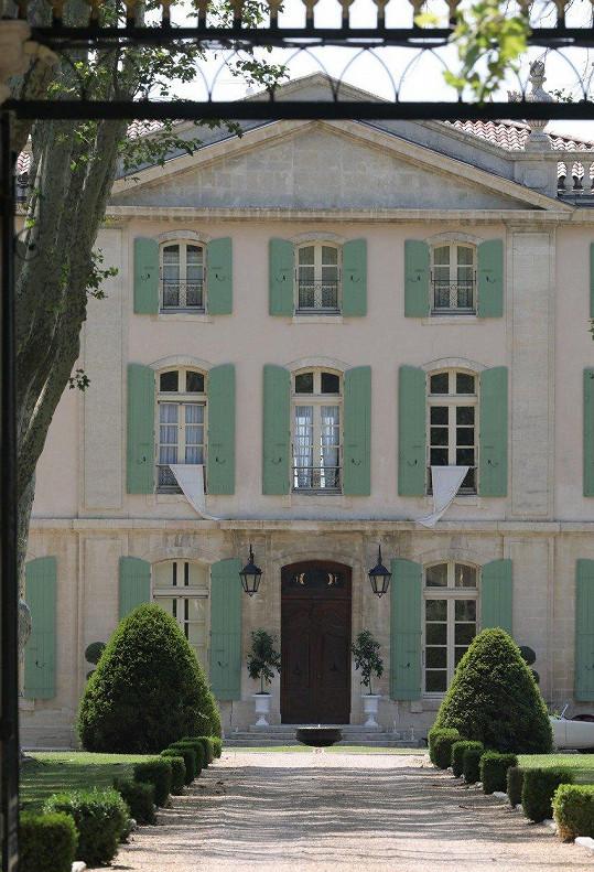 Vzali se v Château du Martinay na jihu země.