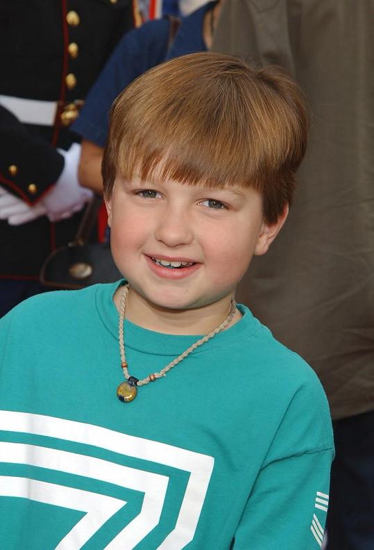 Angus T. Jones začal hrát v seriálu v devíti letech.