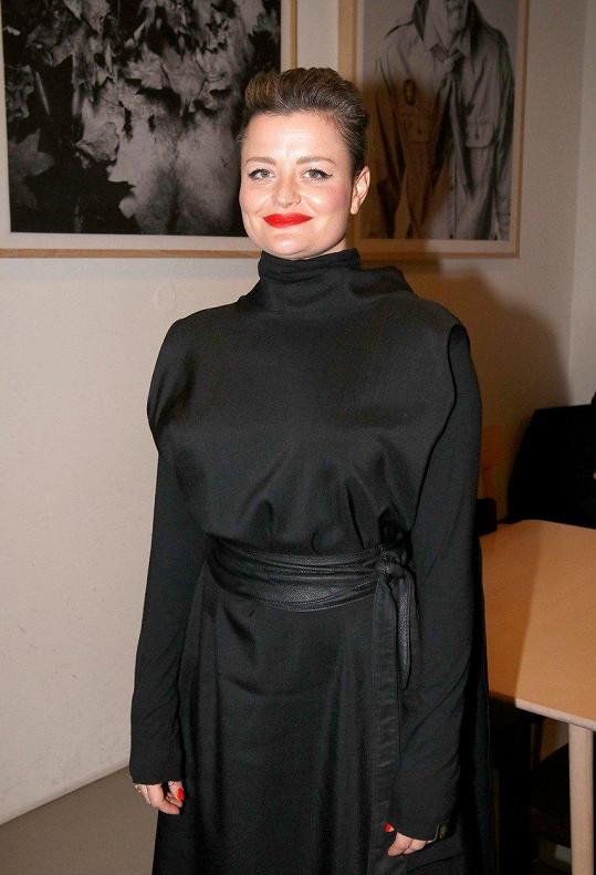 Na udílení Cen divadelní kritiky byla Erika Stárková za elegantní dámu.