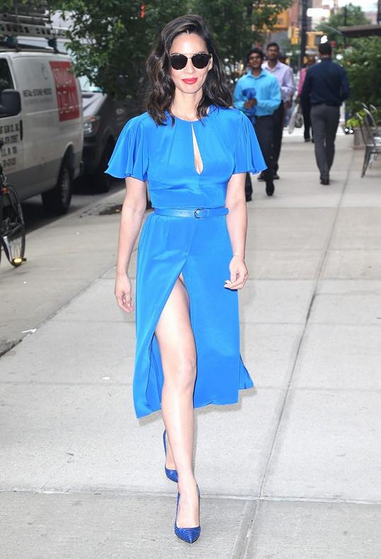 V tomto outfitu dorazila Olivia Munn (36) na akci v New Yorku.