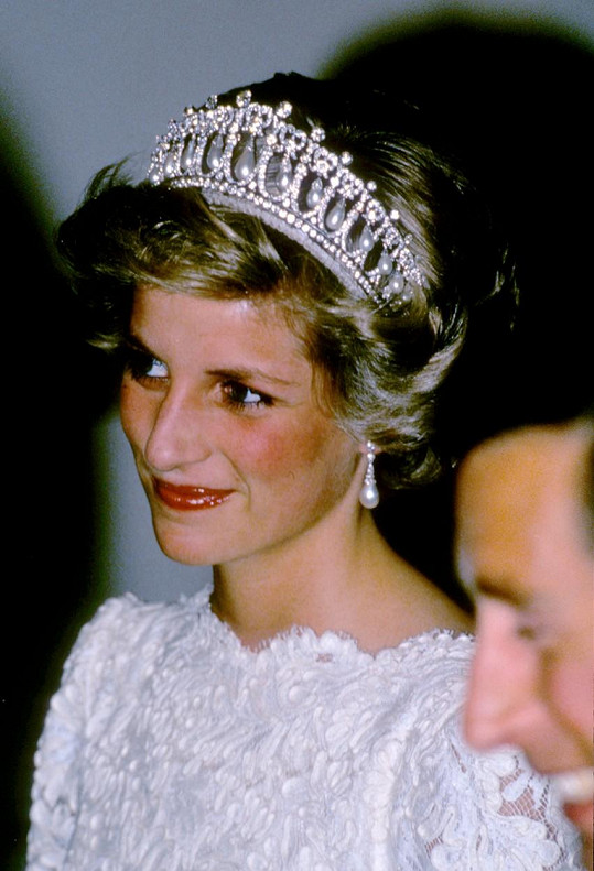 Tiára Lovers Knot byla darem od královny pro princeznu z Walesu.