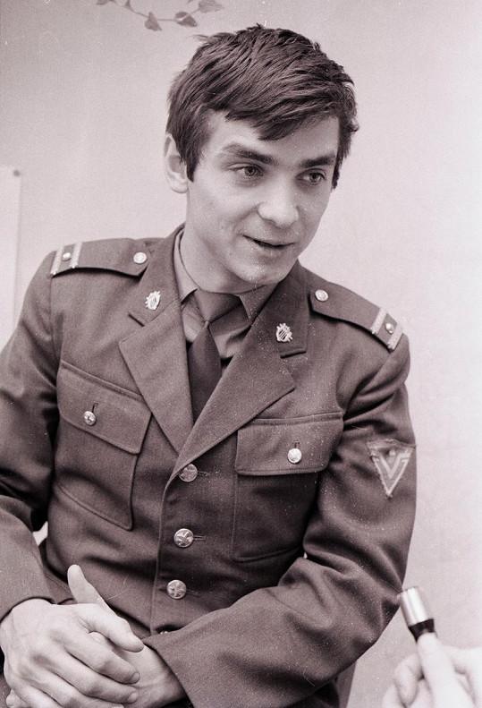 Oldřich Kaiser na archivní fotce v uniformě vojáka